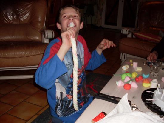 14 ans d'Antoine ( le bonbon est en taille réelle :) )