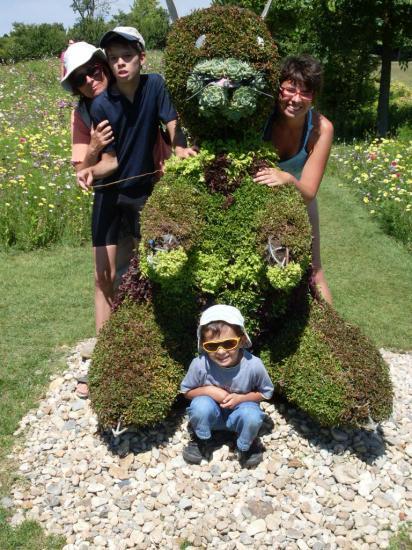 Famille fleurie de bonnes intentions,jeunes gens en fleur...